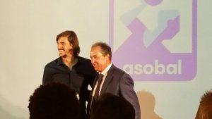 En la fotos, Viran Morros (jugador del FC Barcelona) y Francisco Pérez