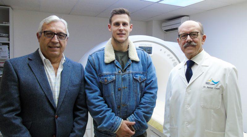 Víctor Alonso pasa reconocimiento médico en la Clínica Parejo y Cañero Hospital de Día
